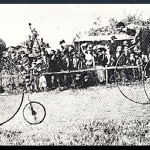 Daring cyclists racing on their penny farthings (picture taken from http://www.radio.cz/de/rubrik/geschichte/die-welt-ist-am-schoensten-vom-hochrad-aus)