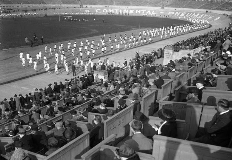 Bundesarchiv_Bild_102-00027,_Berlin,_Lauf_deutscher_Athletik-Vereine