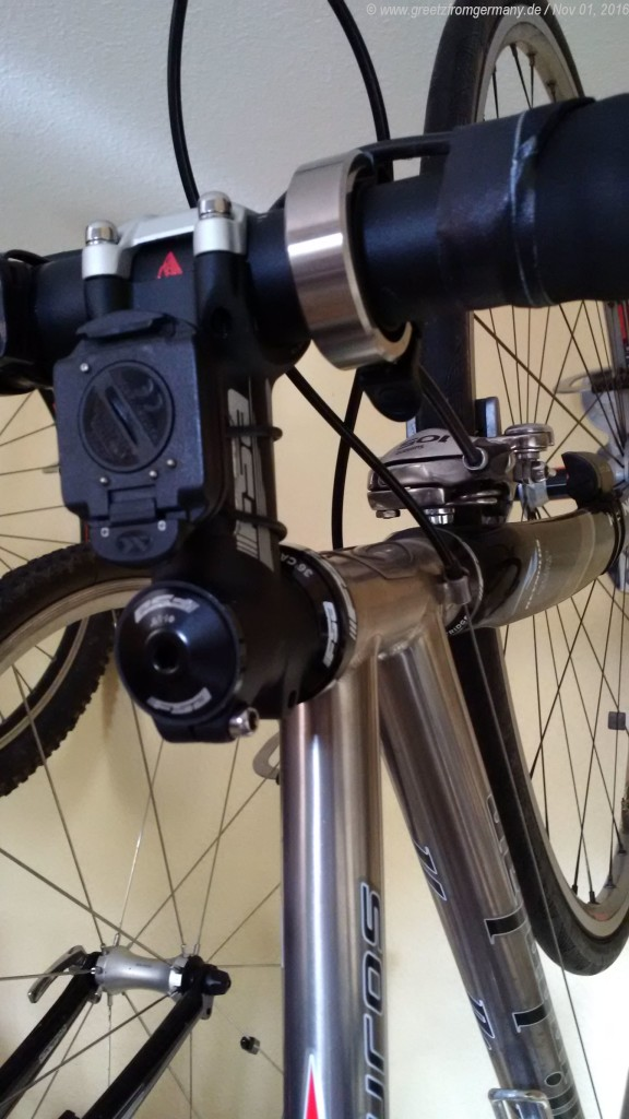 The titanium Oi has, meanwhile, been mounted to the titanium bike - although it may take a while before the irritation about Knog's behavior and reaction (or rather: lack thereof) will be forgotten.